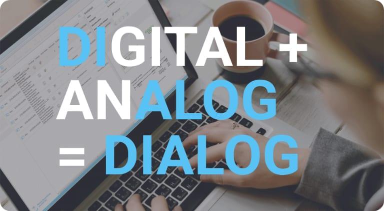 Frau sitzt vor einem Laptop und versendet Briefe über die Software von Binect. Großer Text: Digital + Analog = Dialog im Vordergrund.